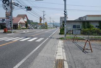 【前面道路含む現地写真】勝田郡勝央町黒土 事業用地448坪