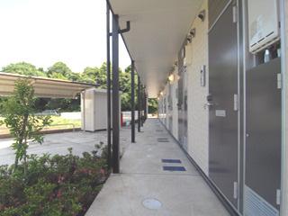 【エントランス】リビングメイト学園前