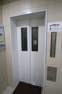 エレベーター付きの物件です。 スカイタワー東上野
