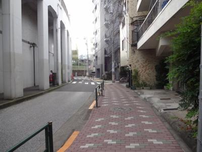 大塚ビル 建物前