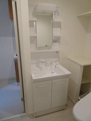 シャトーノール 忙しい朝に嬉しい独立洗面台あります!