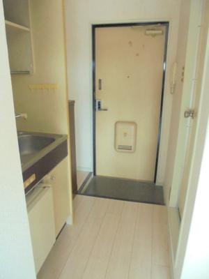 玄関・キッチン