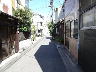 岡田貸家 物件前 閑静な住宅街で静かな環境です!