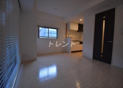 【居間・リビング】レガーロ新橋