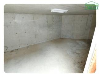 掘り込み車庫は1台分 高さは180CmまでOK