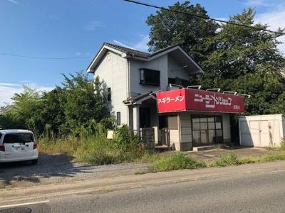 県道沿いで店舗等に最適。