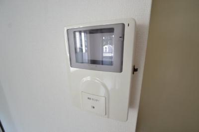 【セキュリティ】白い小さなマンション