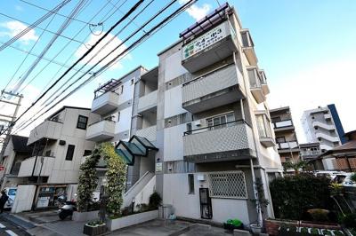 【外観】白い小さなマンション