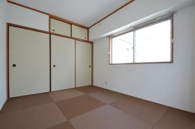 【寝室】白い小さなマンション