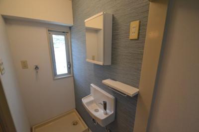 【洗面所】白い小さなマンション