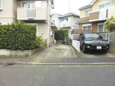 いつでも目の届く敷地内に駐車場があります♪2台停められるのでお車をお持ちのファミリーさんにもおすすめです☆