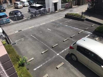 いつでも目の届く敷地内に駐車場があります♪荷物がかさばりがちなお買物にも、敷地内駐車場があると便利ですよね☆お車をお持ちの方におすすめです!