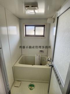 追い焚き機能とシャワー付きのお風呂で快適