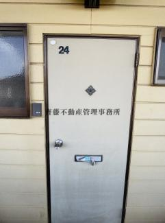 シンプルな玄関扉です。
