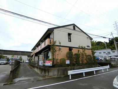 横浜市営地下鉄ブルーライン「新羽」駅より徒歩10分!通勤通学・お買物にも便利な立地の2階建てアパートです☆