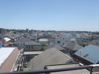 東側バルコニーからの展望 日当たり 風通し 眺め 良好でとても静かなお部屋です。バルコニー奥行きは900mm