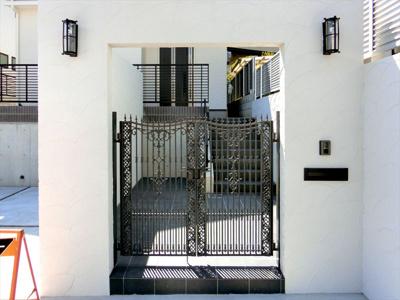 【現地モデルハウス】豪華な玄関で、お客様を、おもてなし♪