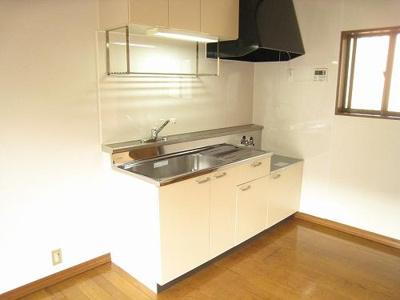 広いキッチン周りでお料理も楽々ですね♪2口ガスコンロ設置可です