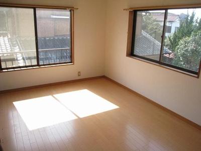 日当たりの良い洋室は素敵ですね