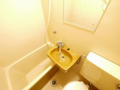 朝の身支度に欠かせない洗面スペースです。