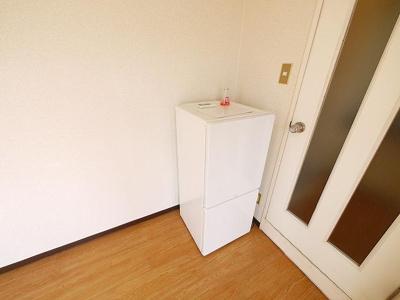 2ドアタイプの冷蔵庫です。