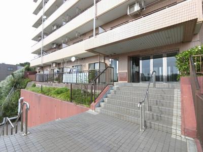 京浜急行線「杉田」駅徒歩8分、JR根岸線・金沢シーサイドライン「新杉田」駅徒歩12分