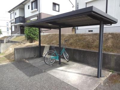 屋根付き駐輪場です。