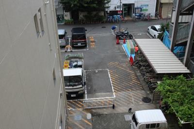 """台風の跡を撮影したんじゃなく、駐車場と駐輪場を撮影したんだ""""!!という感じの事をスタッフが言ってました。"""