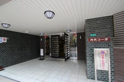 手入れのいきとどいたエントランスは、毎日通る場所だからこそ綺麗が嬉しい。昭和館を残しながらも清潔感があると。撮影スタッフが言っていましたよ!