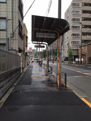 徒歩2分のバス停です リバティ・プレイス