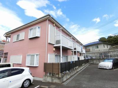 小田急線「柿生」駅より徒歩3分の2階建てアパート!スーパーやコンビニも近くて便利な住環境です☆駅近のお部屋をお探しの方におすすめ♪