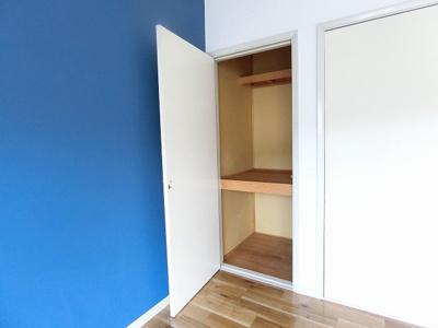 シューズボックス付きで玄関すっきり片付きます!上に写真やかわいい小物を置けるので、玄関を華やかに飾れますね♪