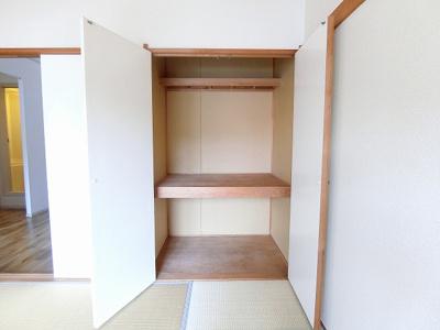 洋室6帖のお部屋にあるエアコンです!ムシ暑い夏も肌寒い冬も快適に過ごせますね♪