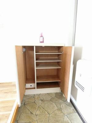 バスルーム横にある室内洗濯機置き場です♪防水パンが付いているので万が一の漏水にも安心です!