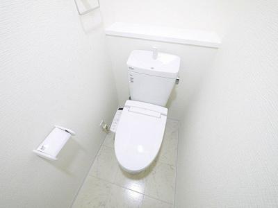 トイレもオールホワイトで清潔感があります