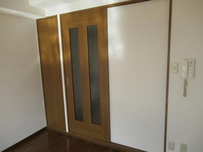 引き戸なので部屋を広く使えます