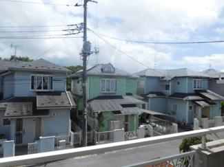 グランファミーロ リ・スタイル市原市喜多  前面の家が離れており、開放的な物件になっています。