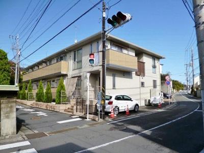 グリーンライン「東山田」駅より徒歩5分!便利な立地の2階建てアパートです☆敷地内駐車場・屋根付き駐輪場があるのが嬉しい♪