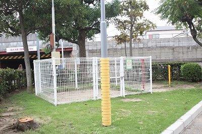 マンションの敷地内には小さいながらも公園があるので、お子様が安心して遊ぶことができるのがいいところですね♪