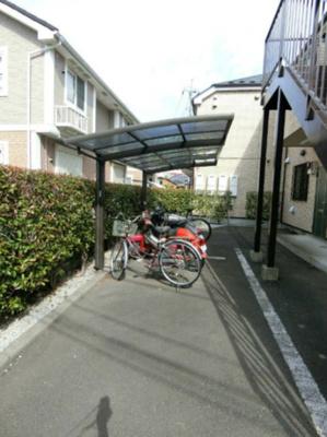 屋根付き駐輪場完備しています!大切な自転車が濡れなくてすみますね◎自転車はちょっとした移動手段に便利☆