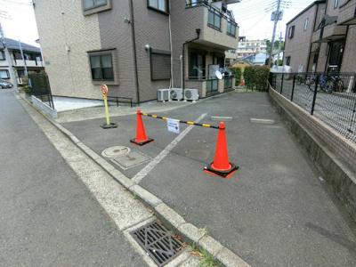 いつでも目の届く敷地内に駐車場があります♪お車をお持ちのファミリーさんにオススメです☆近隣にも駐車場があります!