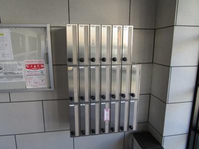 外壁タイル張りのマンションです。