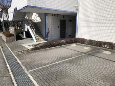 【駐車場】フローレス八番館