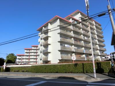 鉄筋コンクリート造9階建♪ 陽当たりに良いマンションとなっております♪
