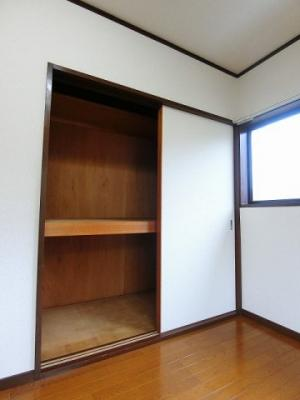 2階・洋室6帖のお部屋にある収納スペースです!全居室に収納スペースがあるのが便利ですよね♪