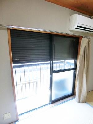 和室6帖のお部屋から繋がるバルコニーは南向きで陽当たり良好です!お洗濯物はお昼からでも乾きそう☆