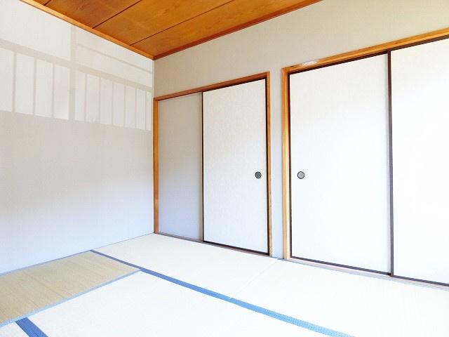 2階・押入れのある南向き和室6帖のお部屋です!寝具をすっきり収納できるので和室は寝室にもオススメ☆