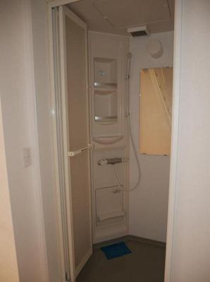 IVY HOUSE IKEBUKUROのすっきりとしたシャワールームです
