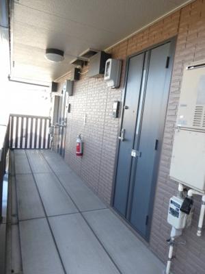 部屋の前の共用廊下