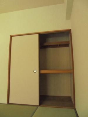和室6畳 押入れ
